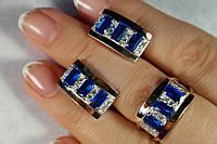Комплект серебряных украшений - серьги и кольцо с золотыми вставками  и крупными цирконами