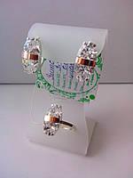 Набор серебряных украшений с большим камнем - кольцо и серьги. Ювелирные украшения из серебра с золотом