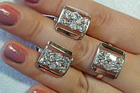 Комплект ювелирных украшений из серебра - кольцо и серьги