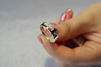 Серебряное женское кольцо с черным фианитом и золотом