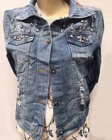 Джинсовая женская курточка со стразами