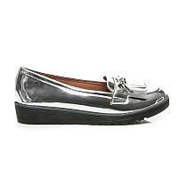 Женские лаковые туфли серебристые с кисточками без каблука