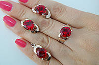 Комплект серебряных украшений с красными камнями - кольцо, серьги и кулон