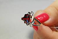 Серебряное женское кольцо с красными фианитами и золотом