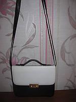 Кожаная сумка белая с черным на длинной ручке