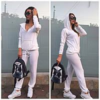 Женский спортивный костюм в белом цвете