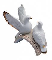 Голуби пара на мостике фаянс