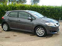 Toyota Auris 2007-2012 гг. Боковые пороги (под покраску)