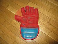 Перчатка кожаная для игры в мяч