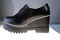 Женские ботинки на танкетке