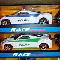 Детская полицейский автомобиль на пульте управления.
