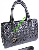 Красивая и женственная кожаная сумка.