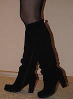 Черные замшевые сапоги, сезон осень или зима