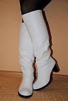 Белые кожаные сапоги, сезон осень или зима