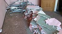 Демонтаж потолков из дерева и МДФ