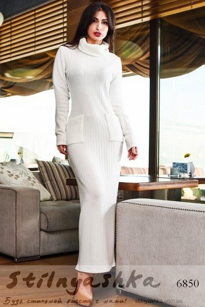 Длинное платье с хомутом