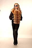 Женская жилетка из меха лисы со вставками из черной кожи