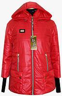 Молодежная женская куртка красного цвета