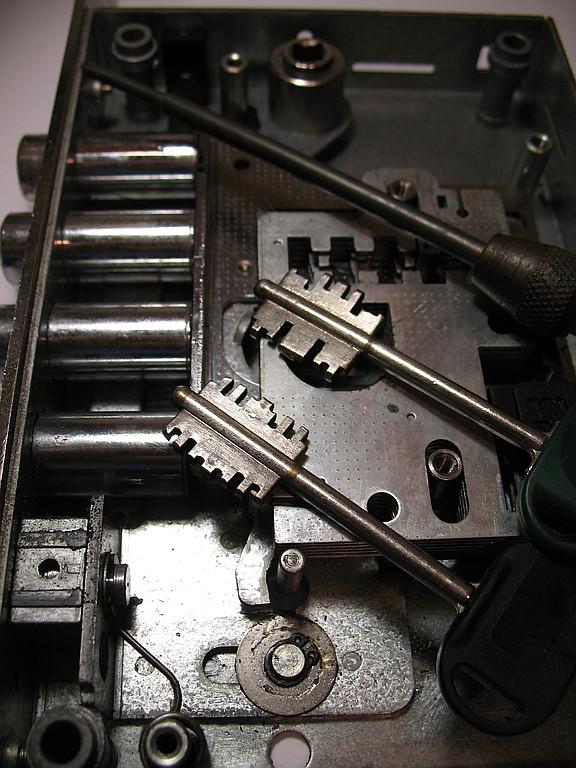 Перекодировка, ремонт и изготовление ключей по замку Моттура и других