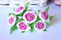 Розочка кудрявая 2.5 см из латекса (фоамирана) 6 шт/уп на стебле белого цвета с малиновой серединкой