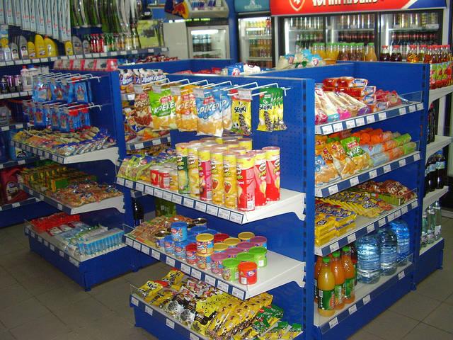 Островные стеллажи укомплектованы торцевыми элементами, которые позволяют  оптимально использовать торговую площадь магазина