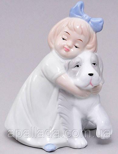 Статуэтка фарфоровая Девочка с собакой