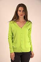Яркая женская кофта салатового цвета