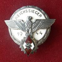 Знак победителя в национальных соревнованиях 1944 г в серебре