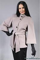 Короткое пальто большого размера на пуговицах с широкими расклешенными рукавами