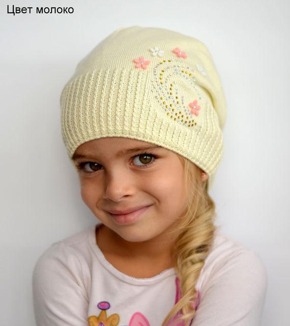Весенняя шапка для девочки с цветками