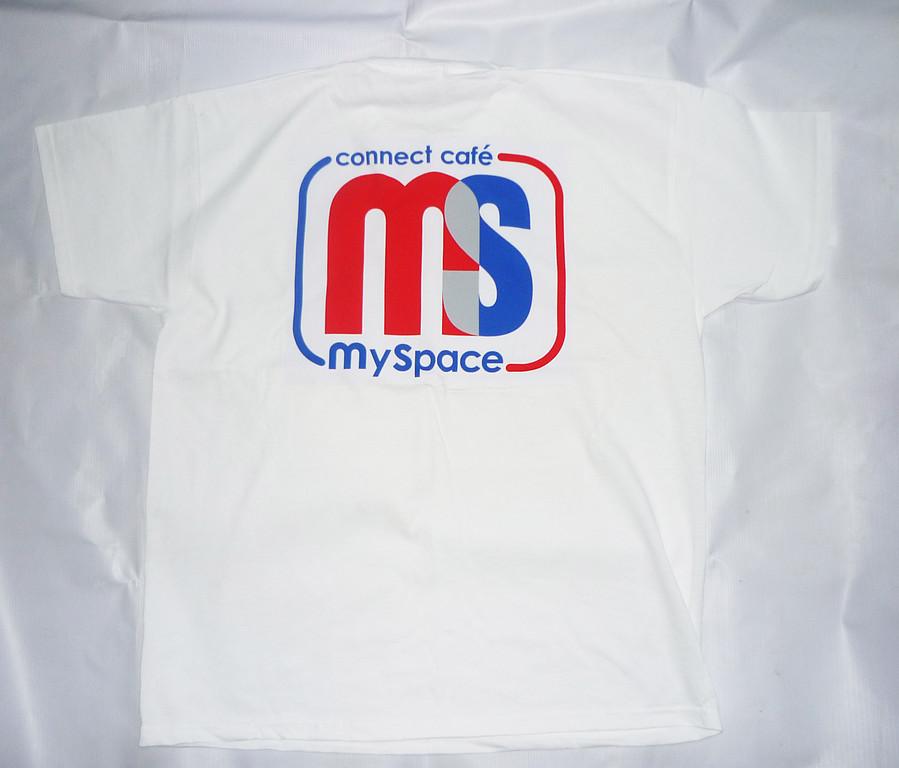 Производство футболок с логотипом , печать на футболках эмблемы компании