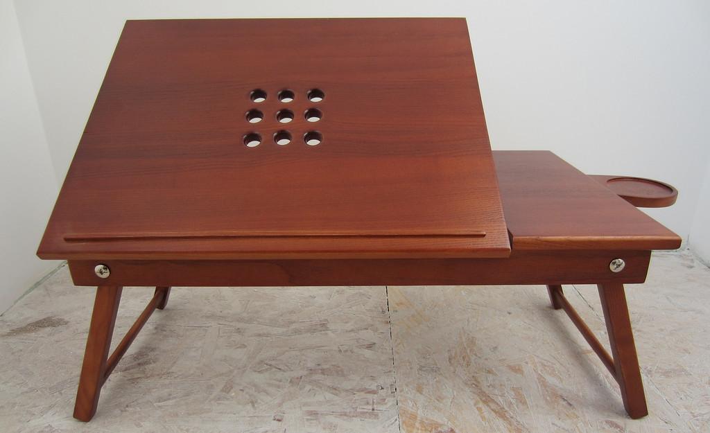 Столик с подставкой под чашку и отверстиями для кулера ноутбука