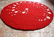 Незвичайний дизайнерський килим червоного кольору з білими вкрапленнями