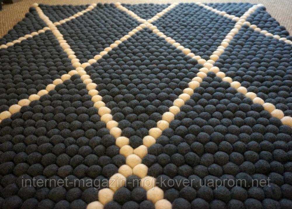 Чорний килим з білими геометричними лініями на підлогу в Харкові