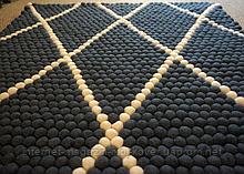 Черный ковер с белыми геометрическими линиями на пол в Харькове
