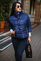 Женская короткая демисезонная куртка больших размеров с воротником-стойкой и рукавом три четверти