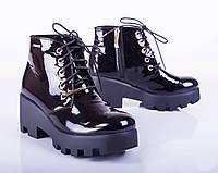 Женские лаковые ботинки на низком каблуке