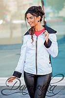 Легкая курточка-ветровка Адель белого цвета с поясом и капюшоном
