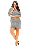 Женское платье свободного кроя с разрезом сзади на змейке