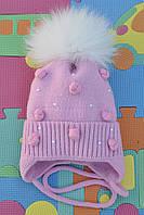 Зимняя шапка для девочки с меховым помпоном.