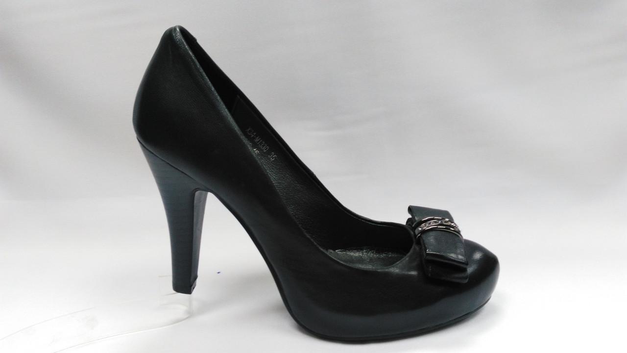 Черные кожаные туфли Еrisses на каблуке . Маленькие размеры.