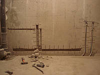 Штробление кирпичной кладки под трубы для воды и канализации