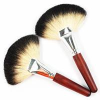Веерная кисть для скул из козьего ворса Beauties Factory SOFT Goat Hair Fan Brush 1 шт