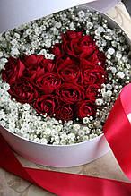 Коробка с цветами(розовое сердце) 25 см диаметр
