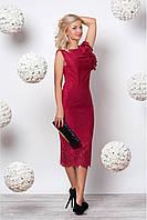 Женское приталенное платье миди с перфорацией цвета вишня