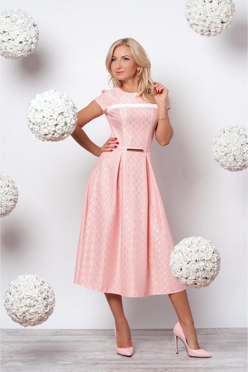 Женское элегантное платье с нежным принтом цвета пудра