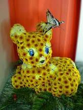 Игрушка из живых цветов - олененок.