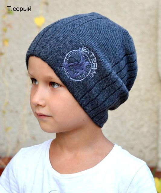 Серая удлиненная шапка для мальчика