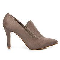 Женские закрытые туфли замшевые бежевого цвета