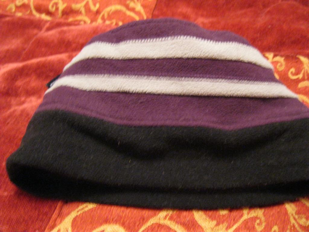 Шапка фирменная добротная сиреневая шляпка флис